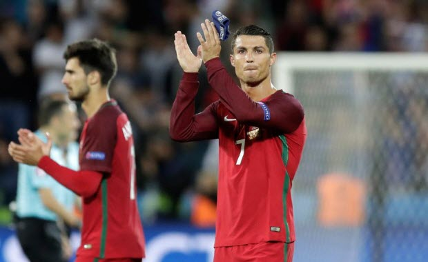 Euro 2016: Ronaldo cân bằng kỷ lục của huyền thoại Luis Figo
