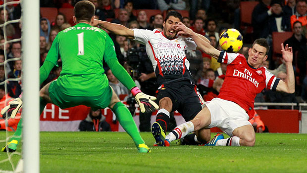 Liverpool-Luis-Suarez-and-Arsenal-Laurent-Koscielny-in-action
