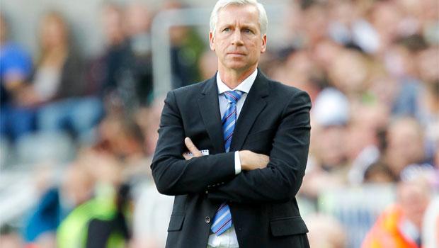 Huấn luyện viên Alan Pardew của Newcastle