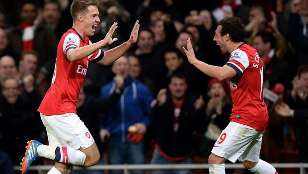 Aaron Ramsey và Santi Cazorla Arsenal