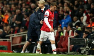 Huấn luyện viên Arsene Wenger của Arsenal và tiền vệ Aaron Ramsey