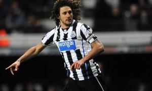 Hậu vệ FabricioColoccini của Newcastle