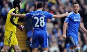 Thủ thành Petr Cech và hậu vệ John Terry của Chelsea