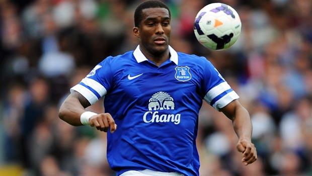 Hậu vệ Sylvain Distin của Everton