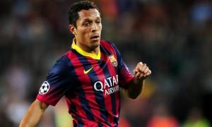 Hậu vệ Adriano của Barcelona