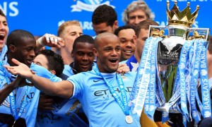 Thủ quân Vincent Kompany và tiền vệ James Milner của Manchester City quyết