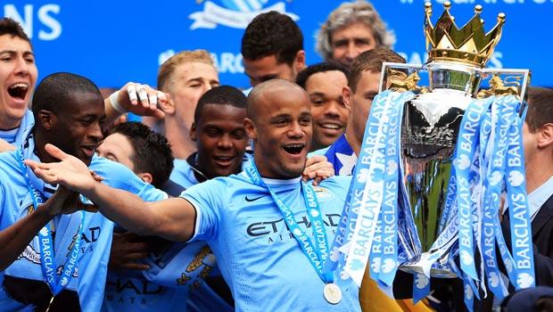 Thủ quân Vincent Kompany và tiền vệ James Milner của Manchester City