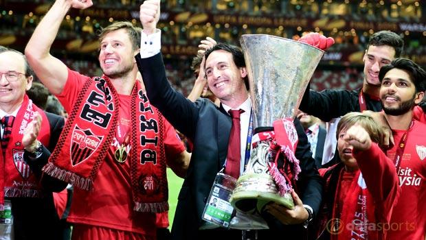 Sevilla-manager-Unai-Emery-Europa-League-trophy