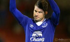 Everton-Bryan-Oviedo