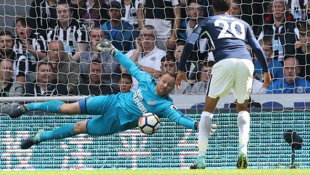 Rob Elliot thất vọng về chính sách chuyển nhượng của Newcastle