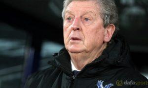 HLV Roy Hodgson giữ đôi chân các cầu thủ Palace dưới mặt đất