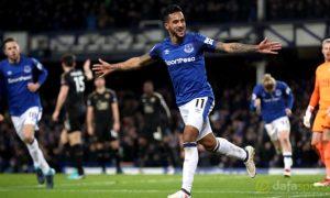 Everton: Theo Walcott đang thăng hoa tại đội bóng mới