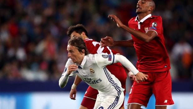 Croatia: Luka Modric giữ đôi chân của các đồng đội ở mặt đất