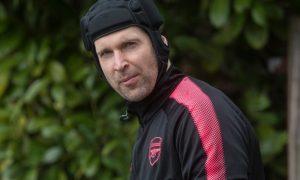 Thủ thành Petr Cech của Arsenal khẳng định không hề muốn chuyển đi