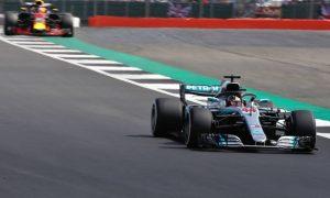 Cá cược đua xe F1: Lewin Hamilton phân vân về chiến thuật của Mercedes