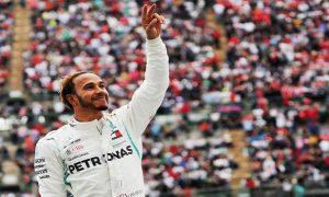 Cá cược đua xe F1: Lewis Hamilton gợi ý tương lai tại Ferrari