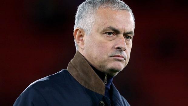 HLV Jose Mourinho còn quá trẻ để nghỉ hưu