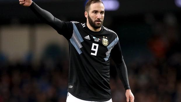 Tiền đạo Higuain tuyên bố giã từ đội tuyển QG Argentina