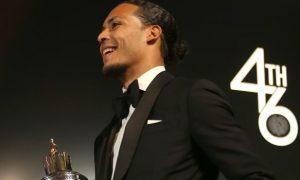 Liverpool: van Dijk giành giải thưởng cá nhân danh giá