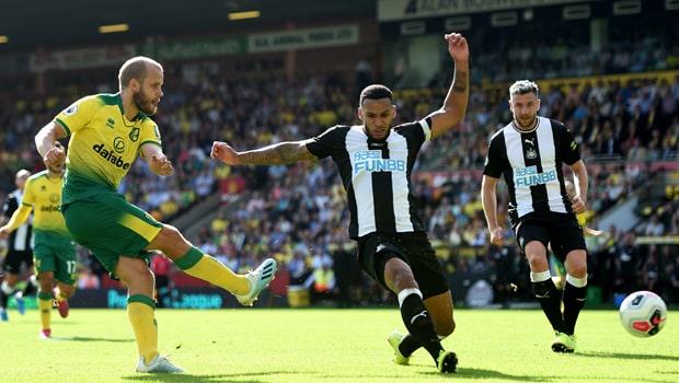 Tiền đạo Teemu Pukki lập hat-trick cho Norwich tại NHA