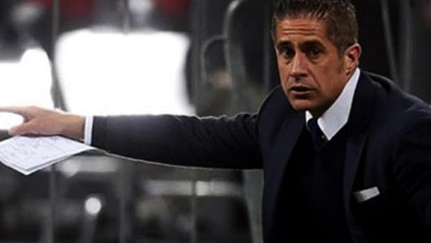 Cựu sao Arsenal bị Lyon sa thải khỏi ghế nóng