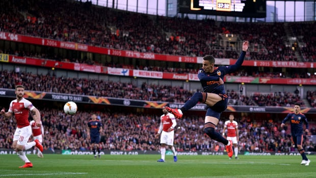 Barcelona đặt mục tiêu thay thế tiền đạo Luis Suarez