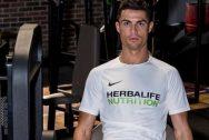 Ronaldo khoe cơ đùi khổng lồ khiến vạn người mê