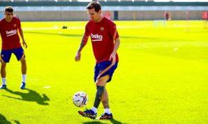 Messi tút lại nhan sắc trước khi bắt đầu mùa giải mới